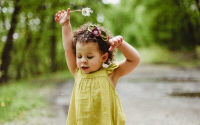 Baby aankleden: 8 tips om het gemakkelijk te maken